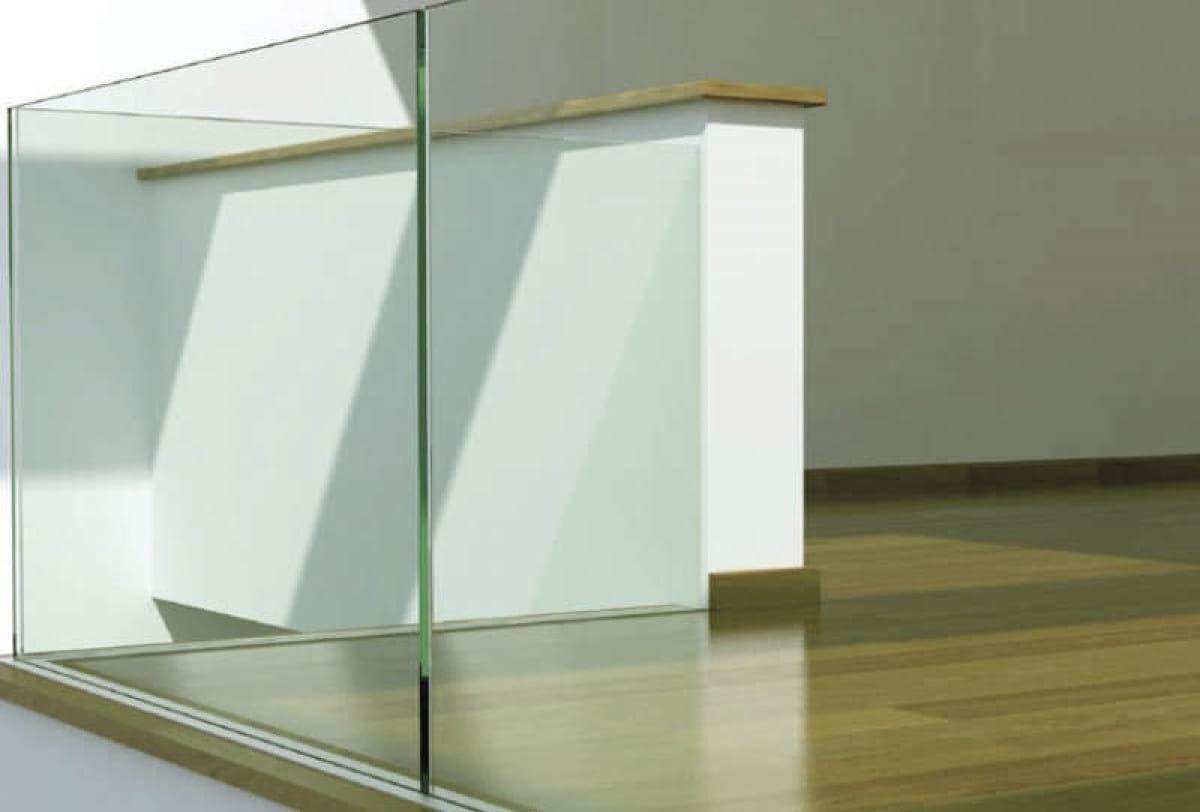 Parapetti e balaustre in vetro